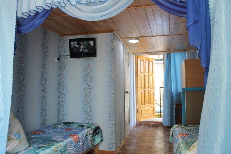 Отдельный номер на 2 этаже, свой дворик кухня., улица Гагарина, 64, Феодосия - Фотография 1