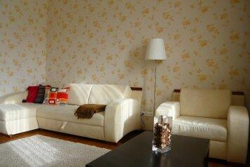 1-комн. квартира, 42 кв.м. на 4 человека, улица Вилора Трифонова, 8, Красногорск - Фотография 1