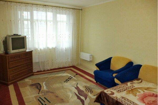 2-комн. квартира, 58 кв.м. на 4 человека, улица 60 лет Октября, 48, Нижневартовск - Фотография 1