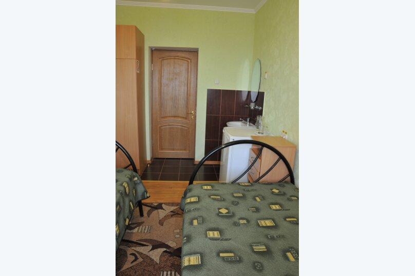 Эконом 2-местный улучшенный 4 категории, Комсомольская улица, 7, Алушта - Фотография 2