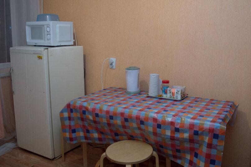 2-комн. квартира, 54 кв.м. на 9 человек, улица Мубарякова, 10/1, Уфа - Фотография 7