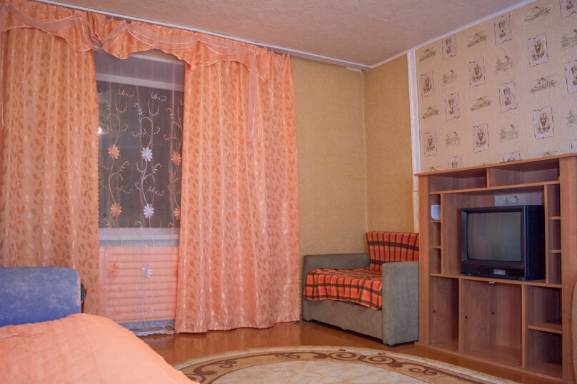 2-комн. квартира, 54 кв.м. на 9 человек, улица Мубарякова, 10/1, Уфа - Фотография 1