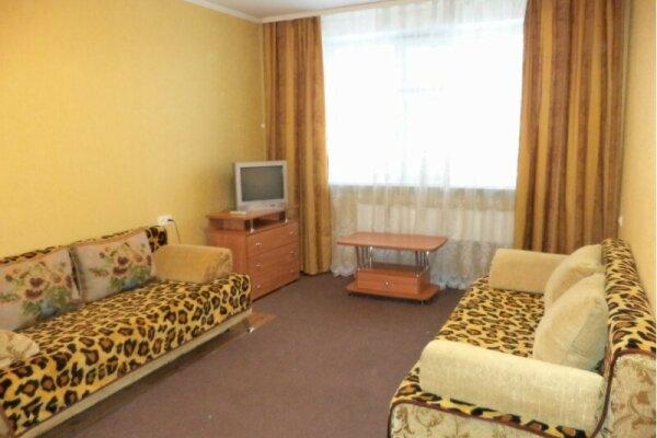 1-комн. квартира, 40 кв.м. на 3 человека, улица 60 лет Октября, 46, Нижневартовск - Фотография 1