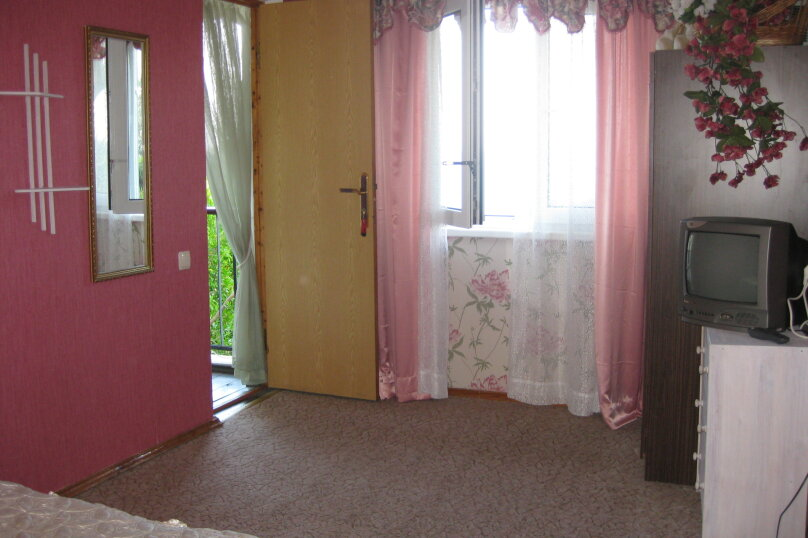 Комната в доме у моря 3, улица Мицкевича, 3, Гурзуф - Фотография 2