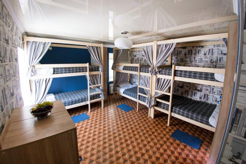 Кровать в общем номере на 6 человек, улица Ефремова, 28, Севастополь - Фотография 1