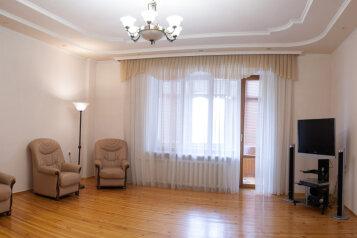 3-комн. квартира, 153 кв.м. на 6 человек, улица Степана Халтурина, Тюмень - Фотография 1