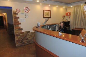 Гостиница, улица Генерала Антонова, 5к1 на 54 номера - Фотография 1