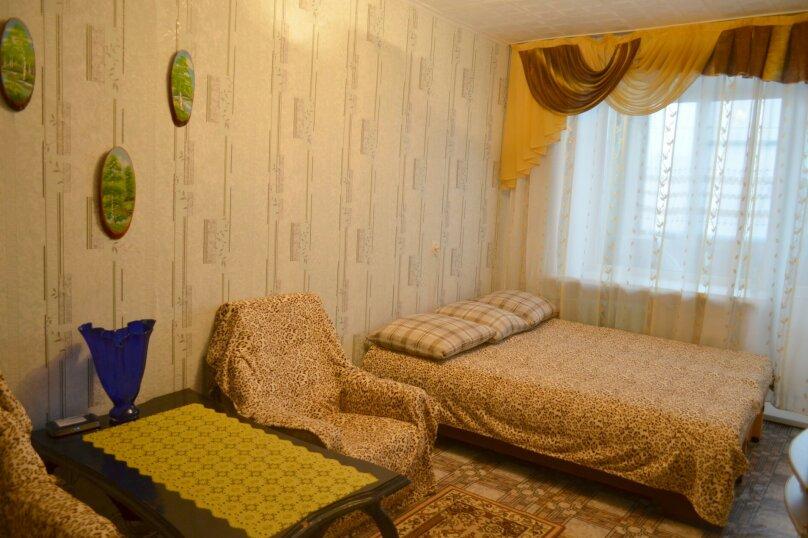 1-комн. квартира, 36 кв.м. на 4 человека, улица Карла Маркса, 139, Красноярск - Фотография 1
