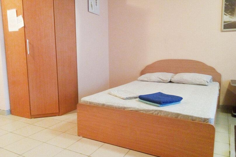 1-комн. квартира, 37 кв.м. на 3 человека, улица Карла Маркса, 146, Красноярск - Фотография 1