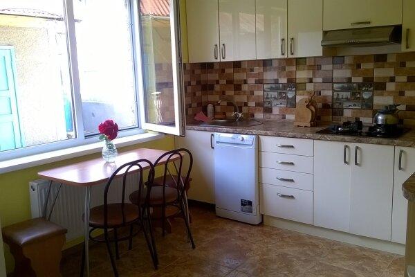 Дом возле моря, 150 кв.м. на 12 человек, 5 спален, Вишневая, 29, Солнечногорское - Фотография 1