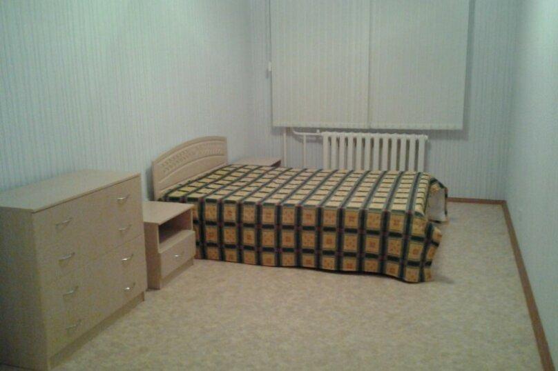 2-комн. квартира, 58 кв.м. на 4 человека, улица Героев Самотлора, 21, Нижневартовск - Фотография 4