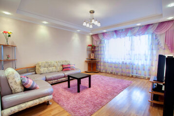 2-комн. квартира, 60 кв.м. на 6 человек, улица Алексеева, 22, Красноярск - Фотография 1