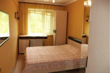 2-комн. квартира, 50 кв.м. на 4 человека, улица Менделеева, Нижневартовск - Фотография 1