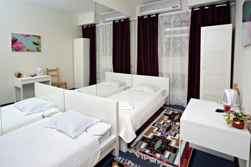 Двухместный номер эконом-класса с 2 отдельными кроватями, улица Петровка, 17с5, Москва - Фотография 2