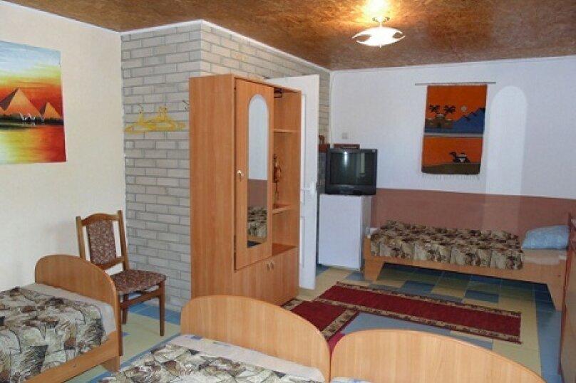 Четырех местный номер с удобствами, улица Чапаева, 30, Черноморское - Фотография 1