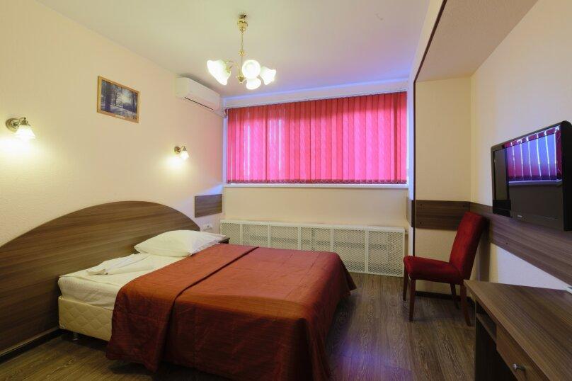 Стандартный однокомнатный номер с большой кроватью, Международная, 15, Москва - Фотография 1