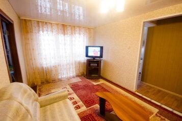 2-комн. квартира, 50 кв.м. на 4 человека, улица Достоевского, 16, Новосибирск - Фотография 1