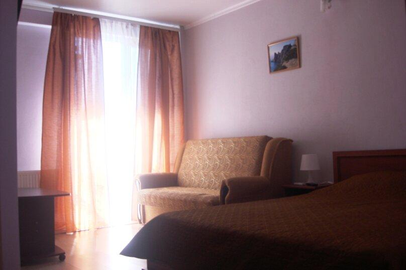 Стандартный двухместный номер с балконом, 2-й Профсоюзный проезд, 3, Феодосия - Фотография 1