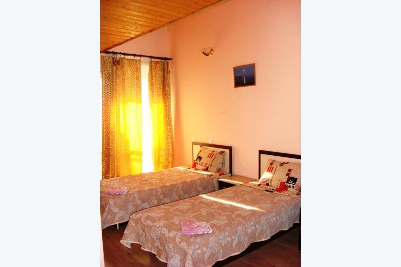 Двухместный номер с двумя отдельными кроватями, 2-й Профсоюзный проезд, 3, Феодосия - Фотография 1