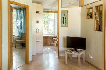 2-комн. квартира, 80 кв.м. на 6 человек, Невский проспект, 84-86, Санкт-Петербург - Фотография 2