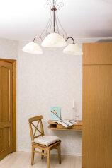 2-комн. квартира, 80 кв.м. на 6 человек, Невский проспект, 84-86, Санкт-Петербург - Фотография 3