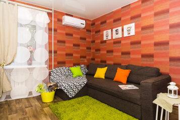 2-комн. квартира, 40 кв.м. на 4 человека, проспект Карла Маркса, 48А, Омск - Фотография 1