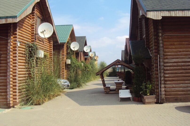 Двухэтажный деревянный сруб, 80 кв.м. на 6 человек, 3 спальни, улица Евпаторийская, 27, село Прибрежное (Евпатория) - Фотография 1