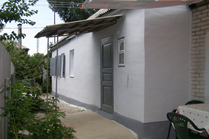 Дом двухкомнатный с личным двориком, 45 кв.м. на 6 человек, 2 спальни, улица Халтурина, 50, Таганрог - Фотография 1