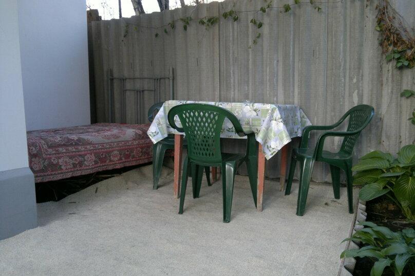 Дом двухкомнатный с личным двориком, 45 кв.м. на 6 человек, 2 спальни, улица Халтурина, 50, Таганрог - Фотография 2