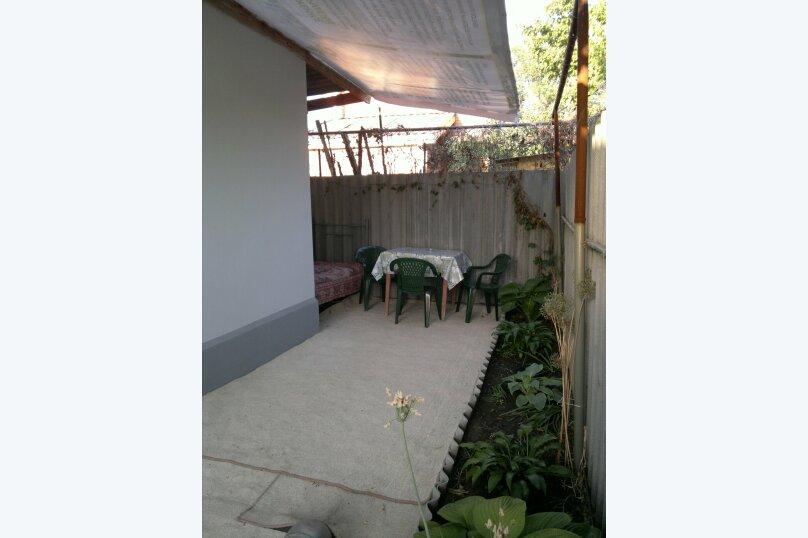 Дом двухкомнатный с личным двориком, 45 кв.м. на 6 человек, 2 спальни, улица Халтурина, 50, Таганрог - Фотография 3