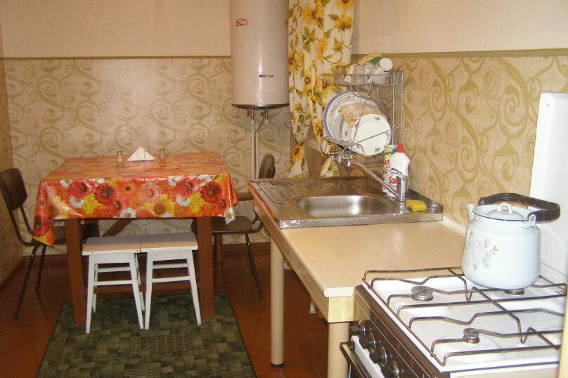 Дом двухкомнатный с личным двориком, 45 кв.м. на 6 человек, 2 спальни, улица Халтурина, 50, Таганрог - Фотография 6