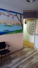 2-комн. квартира, 50 кв.м. на 5 человек, улица Нахимова, поселок Орджоникидзе, Феодосия - Фотография 1