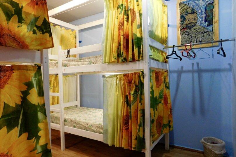Место в 4-х местном номере, Олимпийская улица, 4, Кировск - Фотография 1