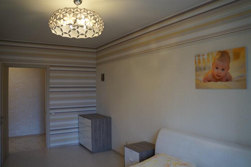 2-комн. квартира, 64 кв.м. на 4 человека, проспект Королёва, 65, Санкт-Петербург - Фотография 1