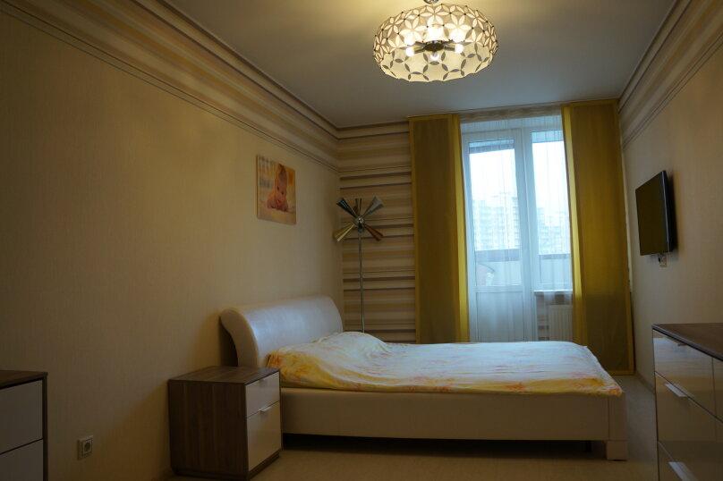2-комн. квартира, 64 кв.м. на 4 человека, проспект Королёва, 65, Санкт-Петербург - Фотография 2