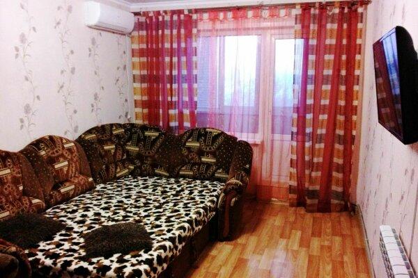 2-комн. квартира, 50 кв.м. на 5 человек, улица Орджоникидзе, 90, Керчь - Фотография 1