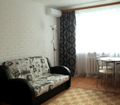 2-комн. квартира, 37 кв.м. на 4 человека, Лейтенанта Шмидта, 1, Новороссийск - Фотография 1