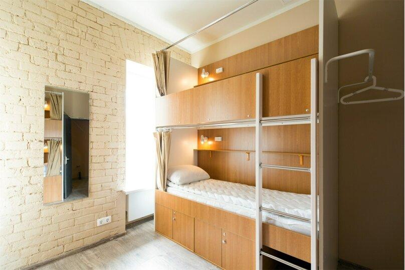 Индивидуальное место для сна и отдыха в комнате на 8 человек мужская, Садовническая улица, 22с2, Москва - Фотография 1