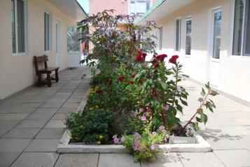 Гостевой дом, улица Гайдара, 30а на 11 номеров - Фотография 1