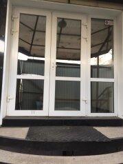 """Гостевой дом """"Уютный Дом"""", Профсоюзная улица, 36 на 25 комнат - Фотография 1"""