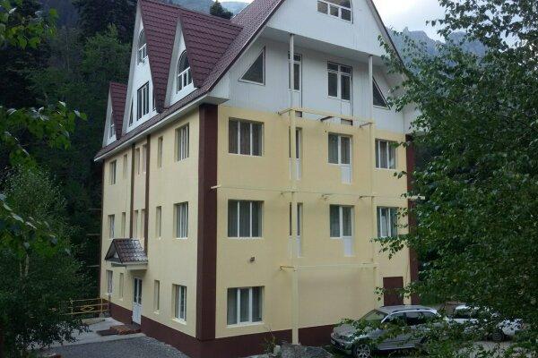 Отель, Карачаевская , 27 на 10 номеров - Фотография 1