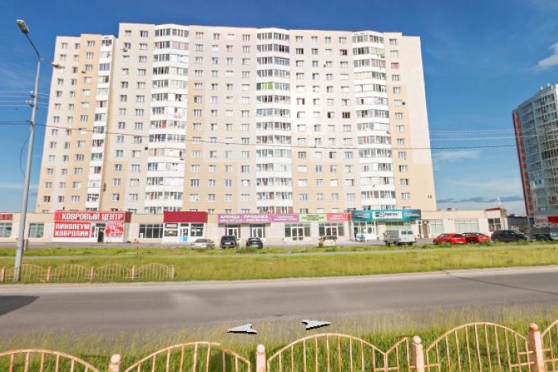 1-комн. квартира, 50 кв.м. на 6 человек, улица Иосифа Каролинского, 12, Сургут - Фотография 1