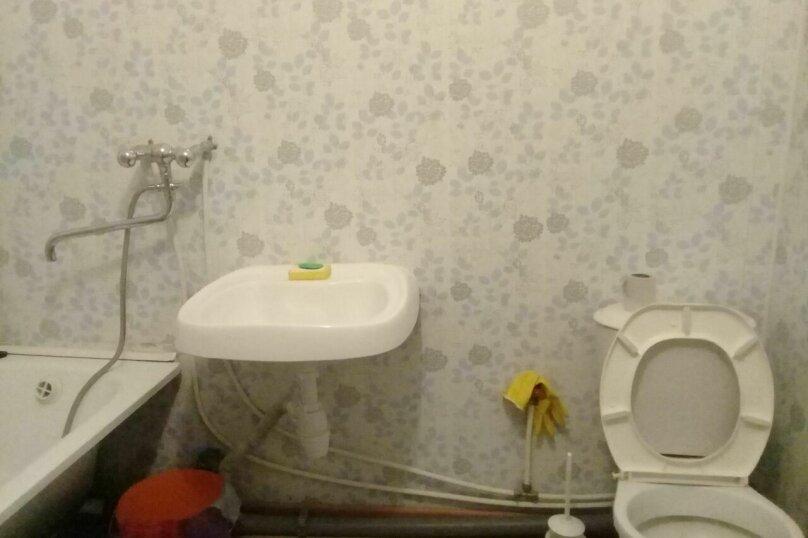 1-комн. квартира, 50 кв.м. на 6 человек, улица Иосифа Каролинского, 12, Сургут - Фотография 4