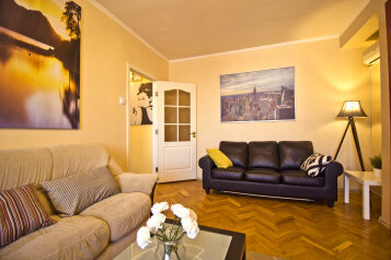 2-комн. квартира, 50 кв.м. на 6 человек, улица Новый Арбат, 22, Москва - Фотография 1