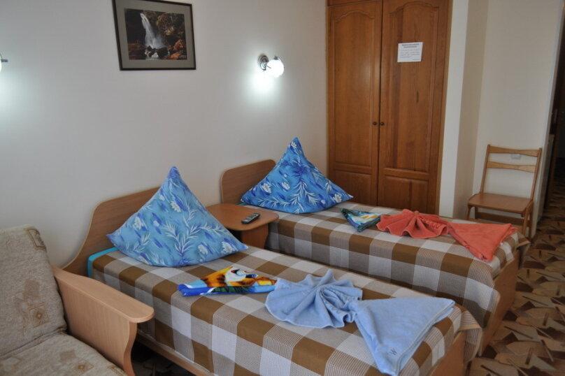 Стандартный 2-местный 1-комнатный номер с двумя раздельными кроватями, улица Аллея Дружбы, 15, Заозерное - Фотография 1