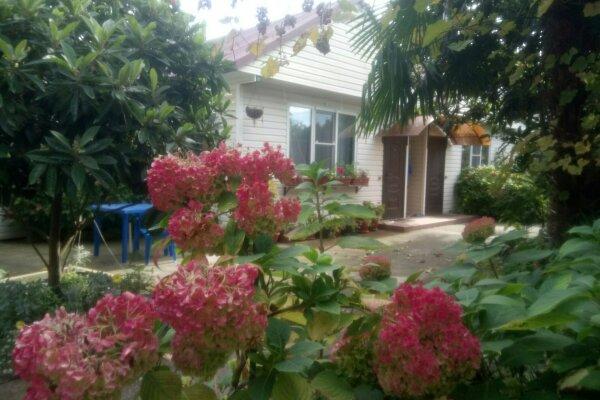 Гостевой двор, Енисейская улица, 4 на 5 номеров - Фотография 1