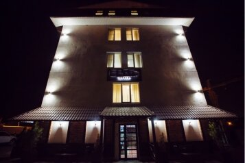 Гостиница, улица Видова, 121А на 66 номеров - Фотография 1