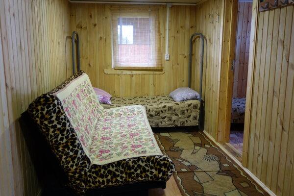 Дом на 5 человек без сауны, 80 кв.м. на 5 человек, пос. Советский, Спортивная улица, 27, Выборгский район, Санкт-Петербург - Фотография 1