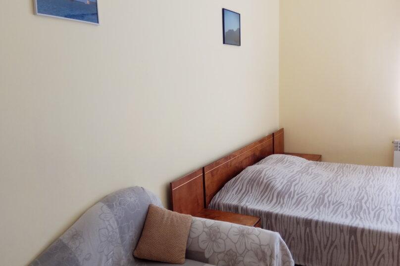 Номер с 2-сп. кроватью и диваном, улица Краснодонцев, 5, Севастополь - Фотография 1
