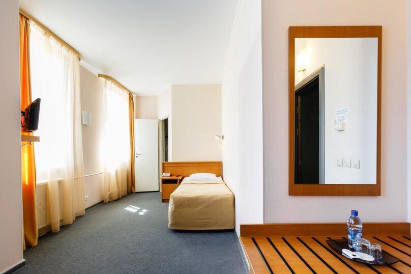 Одноместный улучшенный с односпальной кроватью, улица Газеты Звезда, 38Б, Пермь - Фотография 1